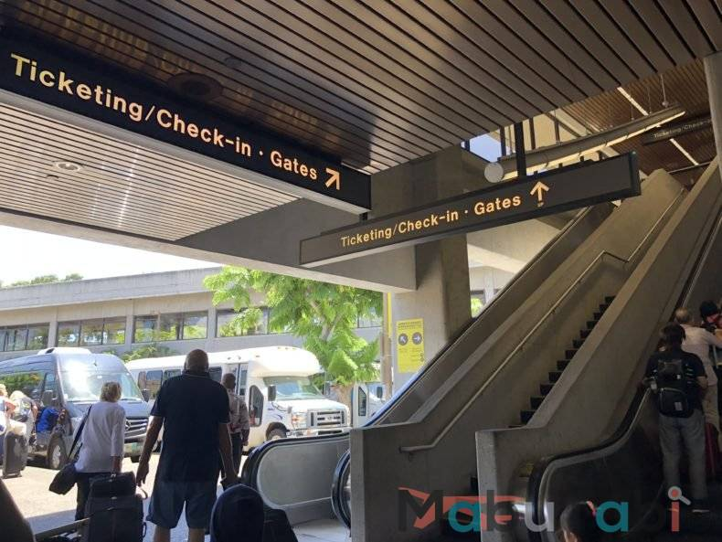 エアアジア AirAsia ハワイアン航空 乗り継ぎ 時間 ハワイ ホノルル 到着 マウイ カフルイ
